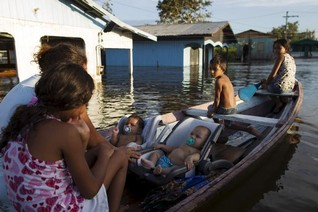 'Catastrophic' floods rising on Amazon River, say scientists