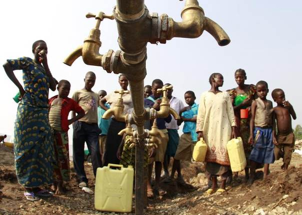 Congolese refugees, displaced by fighting between the Congo army and rebel group Allied Democratic Forces (ADF) last week, gather around dry water taps at Bukanga transit camp in Bundibugyo town camp, 376km (238 miles) southwest of Kampala July 17, 2013. REUTERS/James Akena