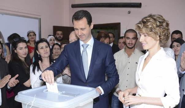 Syria's President Bashar al-Assad and his wife Asma cast their votes in the country's presidential elections at a polling station in Damascus June 3, 2014, in this handout released by Syria's national news agency SANA. REUTERS