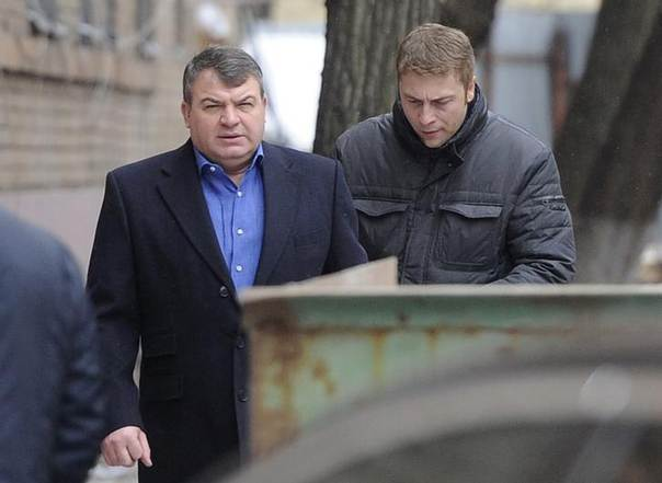 Former Russian Defence Minister Anatoly Serdyukov (L) arrives by a back entrance for questioning by investigators in Moscow December 3, 2013 REUTERS/Anton Tarasov