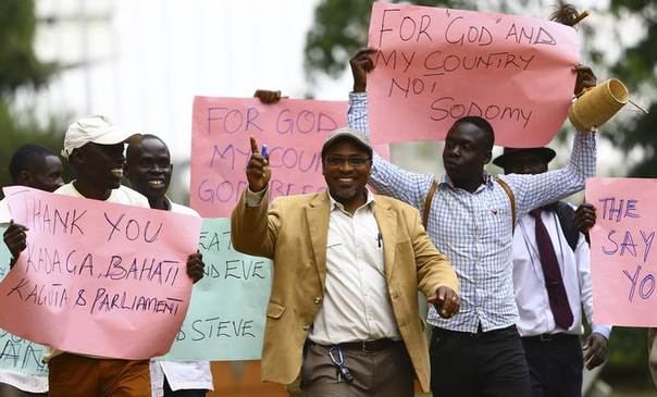 Ugandan anti-gay activist Pastor Martin Ssempa (C) leads anti-gay supporters as they celebrate after Uganda's President Yoweri Museveni signed a law imposing harsh penalties for homosexuality in Kampala February 24, 2014. REUTERS/Edward Echwalu