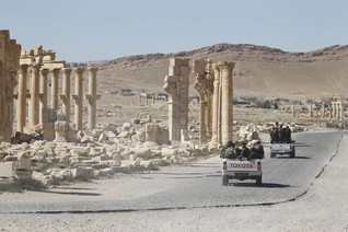 Islamic State attacks Syrian army, allies, killing dozens-monitor