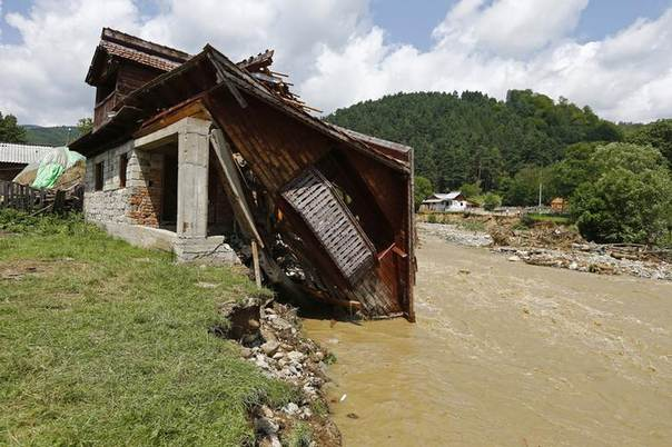 A destroyed house is seen after flash floods in Vaideeni, southern Romania, July 30, 2014. REUTERS/Bogdan Cristel