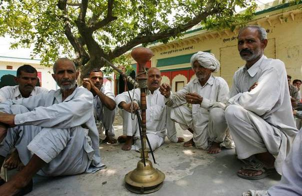 Male vllagers sit after attending a panchayat, or village council meeting, at Balla village in the northern Indian state of Haryana. Picture May 13, 2008. REUTERS/Vijay Mathur