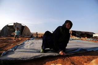 Rebels say Russia blocks food supply to Syria refugee camp